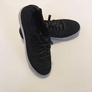 Skechers black active women's shoes size8